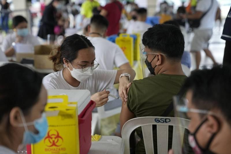 政府為了刺激經濟活動,決定放鬆首都馬尼拉地區的部分防疫限制,轉而試行新的局部封鎖防疫策略。(美聯社)
