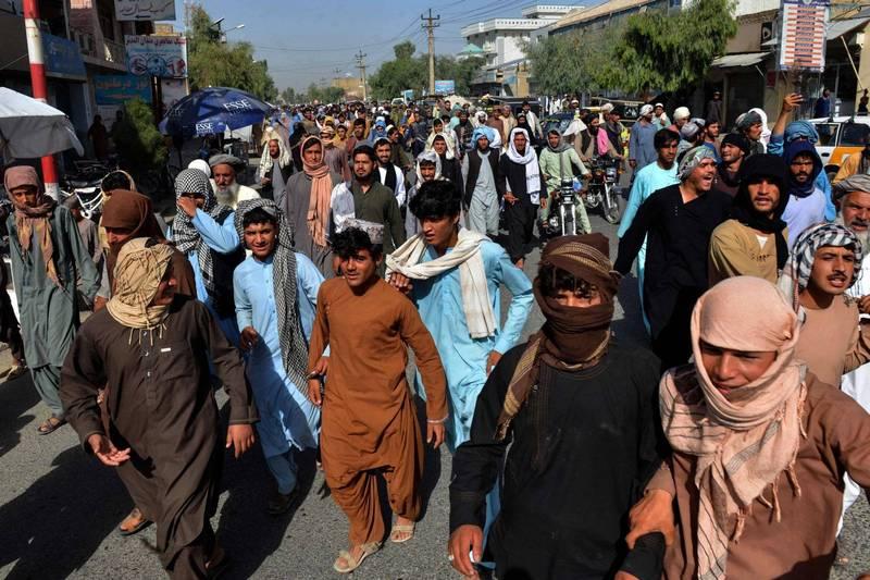 神學士先前要求阿富汗南部坎達哈省民眾撤離當地眷村,引發數千位民眾上街抗議。(法新社)
