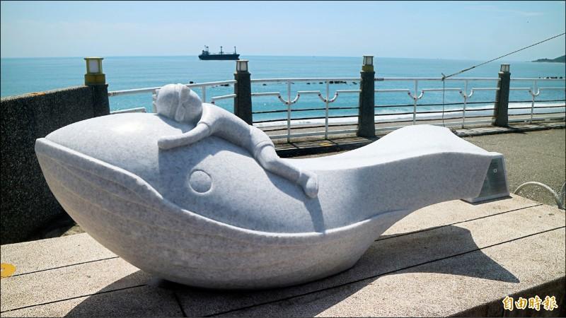花蓮市與韓國蔚山廣域市締盟姊妹市40周年紀念「鯨探號」藝術裝置揭幕儀式。(記者王錦義攝)