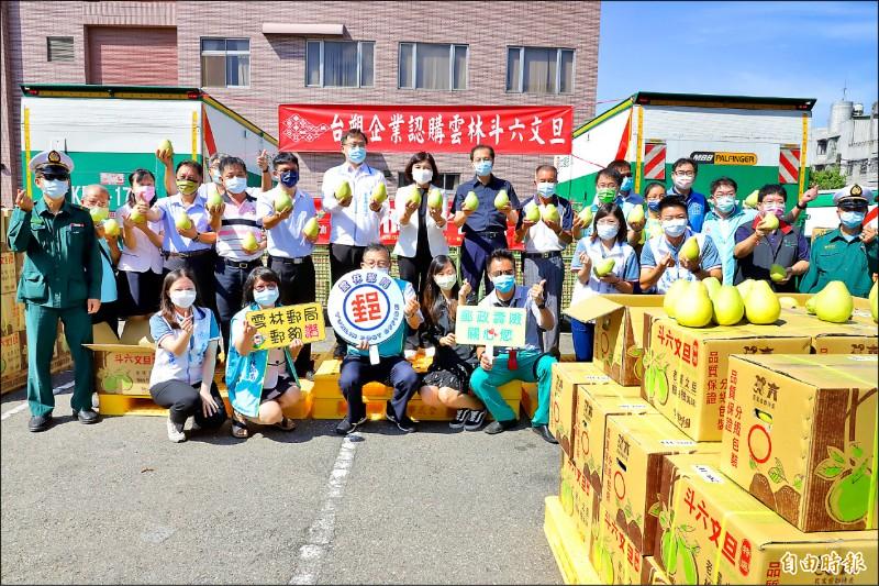台塑企業採購2.88噸斗六文旦,透過加油送文旦活動與全國民眾分享。(記者林國賢攝)