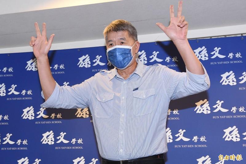 張亞中昨日火力全開痛批黨中央,強調自己才是民進黨最大政治對手,其他黨主席候選人都是「風派」,只會跟著民進黨學習。(本報資料照)