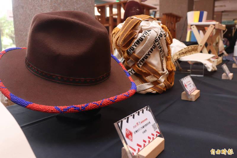 宜蘭縣政府舉辦第2屆原力蘭陽創業競賽,共40餘件作品參與,入選30件作品,將在18日開幕的宜蘭市蘭陽原創館展出。(記者林敬倫攝)