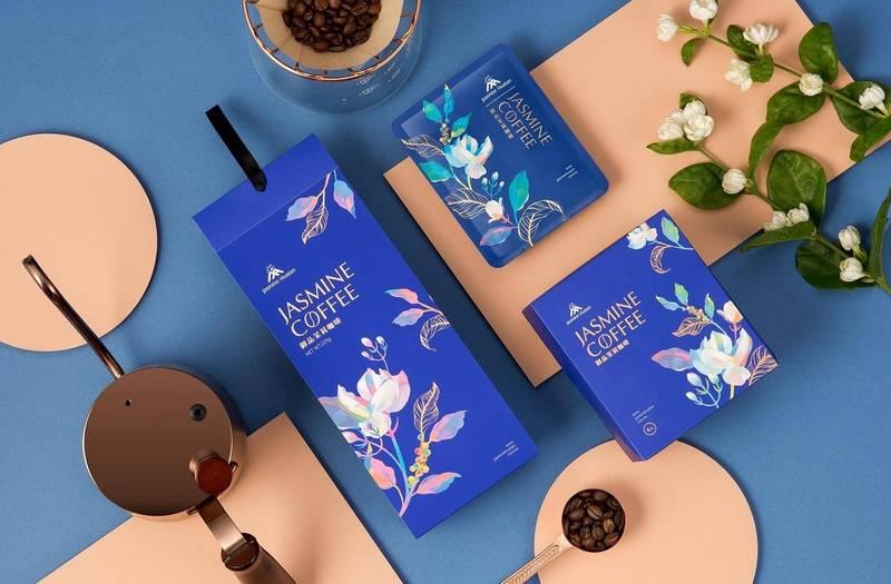 花壇鄉農會研發無毒茉莉花咖啡,年年上市都秒殺賣光,今年再結合台灣國產頂級阿拉比卡豆窨香發酵推出御品茉莉咖啡,創意包裝更勇奪韓國K-Design Award設計大獎。 (花壇鄉農會提供)