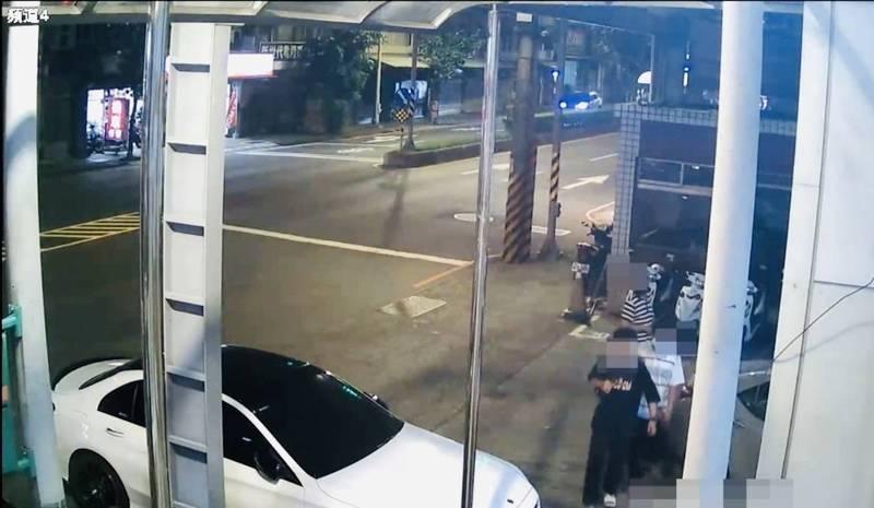 陳姓兄弟檔(右下)多次竊車被查獲,齊赴派出所投案。(警方提供)