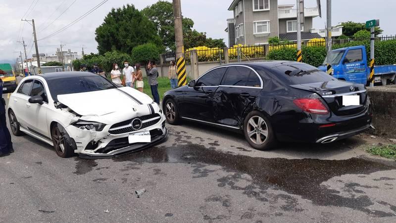 台東市太原路與豐谷北路交叉口中午發生兩部賓士車相撞。(記者黃明堂攝)