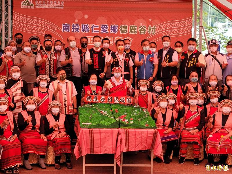 仁愛鄉公所舉行德鹿谷村正名記者會,向鄉親宣布這個好消息。(記者佟振國攝)