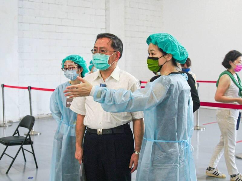 台北市將於9月22日進行校園BNT疫苗接種,副市長蔡炳坤今公布北市殘劑處理指引。(台北市政府提供)