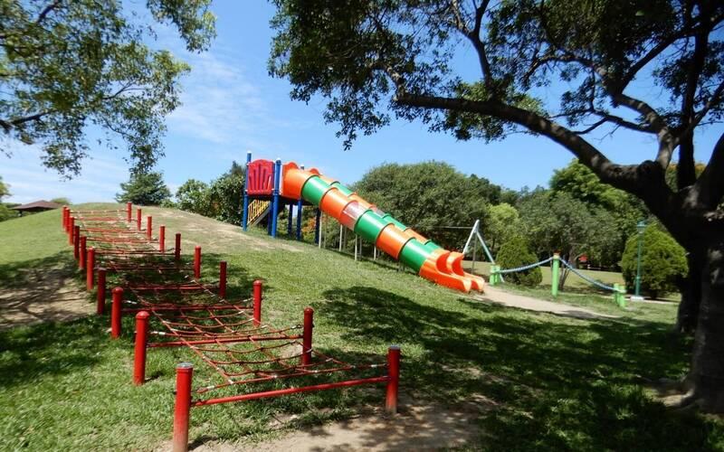 南市今年底預計完成138座公園兒童遊戲設施改善。(南市工務局提供)