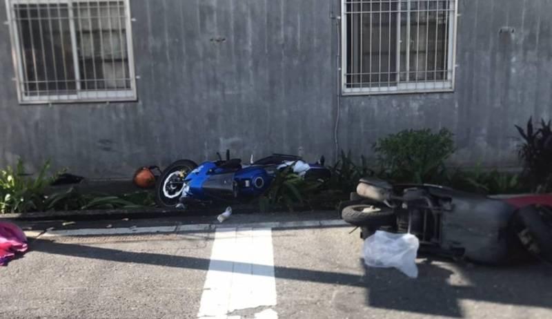 宜蘭縣冬山鄉美和路與永美路口2輛機車相撞後噴飛倒地。(記者江志雄翻攝)