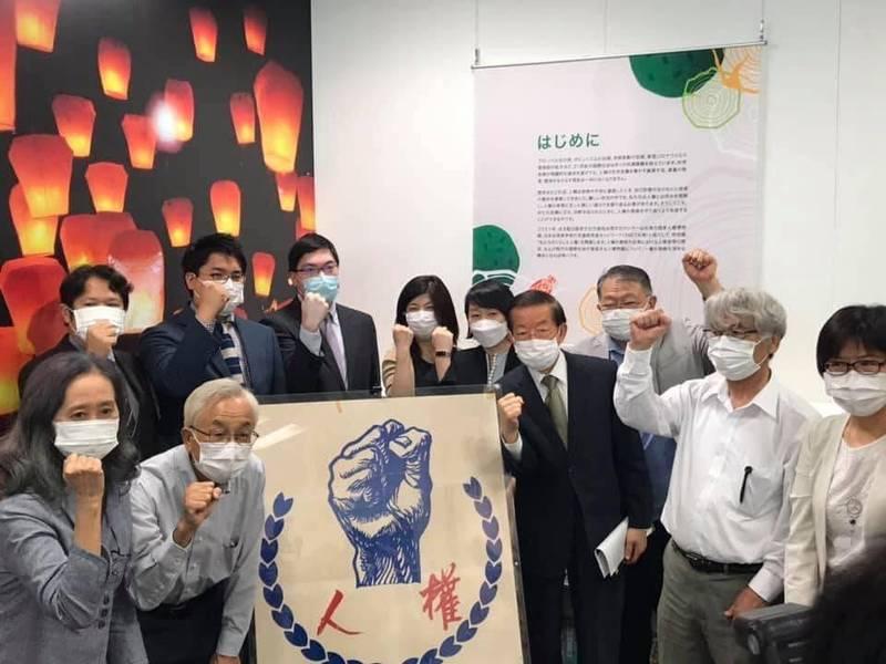 謝長廷今天出席在駐日代表處台灣文化中心舉辦的「國家人權博物館特別展」。(圖翻攝自謝長廷臉書)