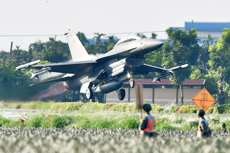 An F-16V jet takes off from Provincial Highway No. 1 in Pingtung County yesterday. Photo: Sam Yeh, AFP