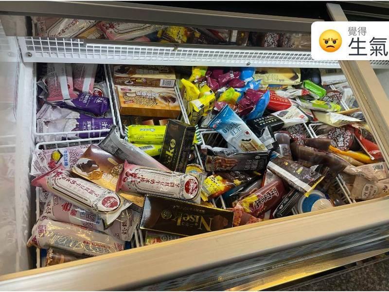 原PO表示,她身為便利商店店員,除了補貨、結帳,有時還要收拾奧客弄亂的冰箱跟冷凍櫃。(圖擷取自「臉書社團「爆怨公社」)