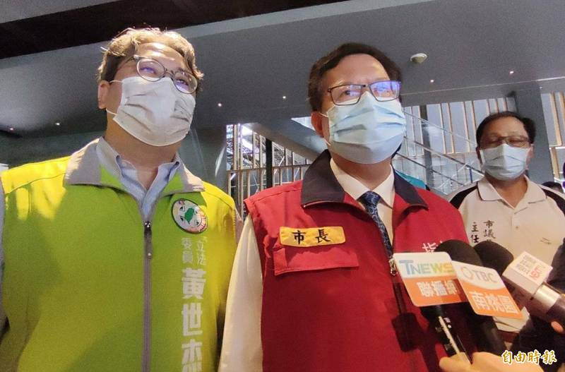 桃園市長鄭文燦被問及台灣是否要承認中國疫苗,他回應,疫苗的接種有國際標準,他認為在國際標準下來討論認證比較好。(記者鄭淑婷攝)