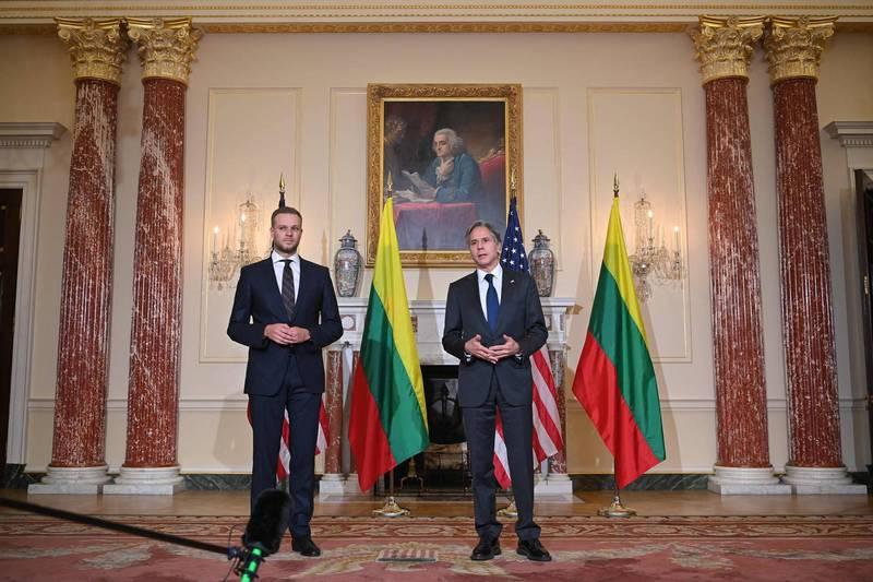 美國國務卿布林肯(Antony Blinken,圖右)15日在華盛頓與立陶宛外交部長藍斯柏吉斯(Gabrielius Landsbergis,圖左)會面。(法新社)