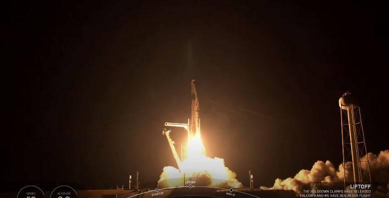 全素人太空任務「Inspiration4」搭乘獵鷹9號順利升空。(圖片擷取自SpaceX的youtube)