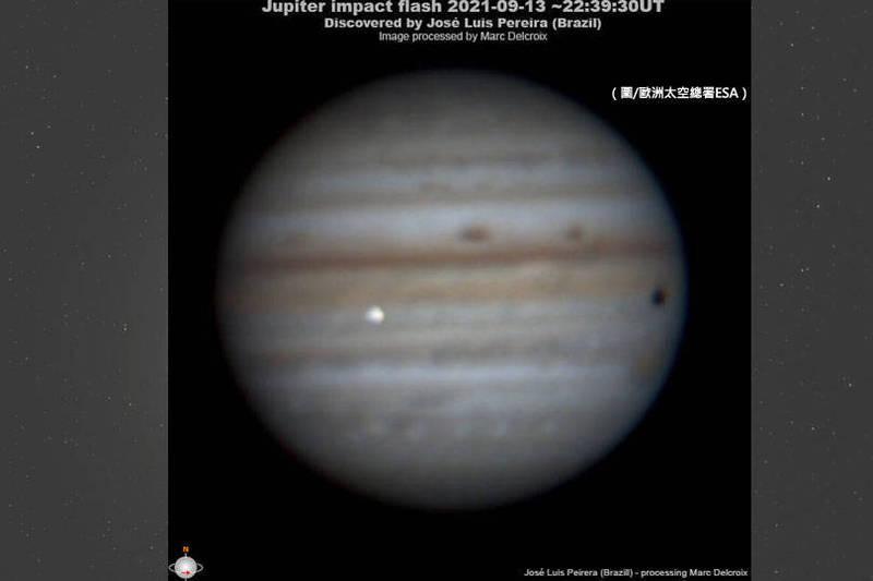 全球各地天文觀察家發現,木星9月13日遭受撞擊,表面巨大白色閃光相當明顯。(圖取自歐洲太空總署ESA,本報合成)
