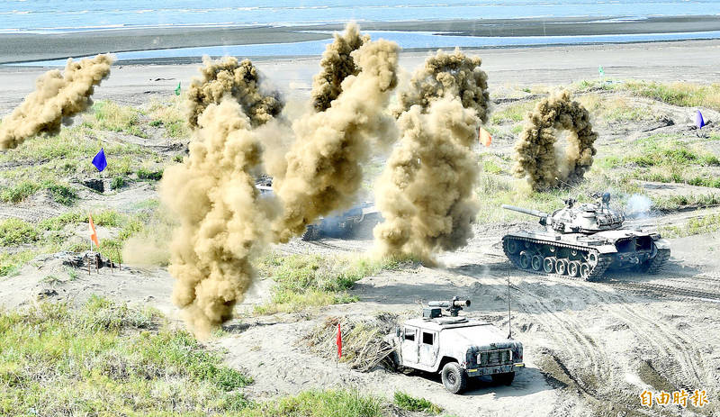 A M60A3 Patton main battle tank fires smoke shells near the shore in New Taipei City's Bali District during the fourth day of the Han Kuang military exercises. Photo: Peter Lo, Taipei Times
