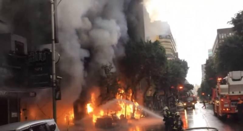 台北市中山區「林森四面佛梵天分舍」前年12月7日遭人縱火,燒毀鄰近3間店面與11輛機車,多人嗆傷送醫。(資料照)