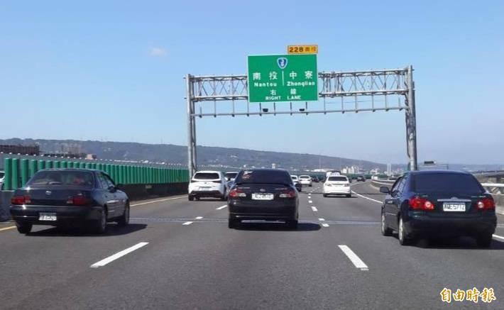 國道3號限速110公里,依規定行駛車輛若無危害交通安全之虞,一般都有10公里的寬限值。(記者張協昇攝)