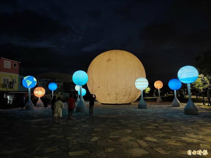「月亮什麼冬冬」夜間亮燈時的美景。(記者江志雄翻攝)