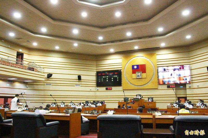 嘉義市議員蔡文旭要求市府對代理老師輕生案提出報告。(記者林宜樟攝)