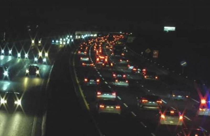 中秋節4天連假展開,今晚8時許國1南下194公里到200公里大塞車。 (翻攝高速公路1968)