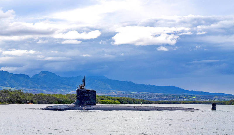 The Virginia-class fast-attack submarine USS Missouri departs Joint Base Pearl Harbor-Hickam for deployment in the US Seventh Fleet area of responsibility on Sept. 1. Photo: AP