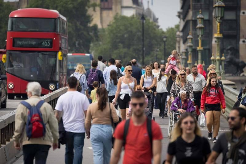 英國一份新出爐的官方數據顯示,該國的預期壽命已降至2011年以來新低,其中男性國民的預期壽命更劇降1.3歲,跌破80歲大關。(法新社)