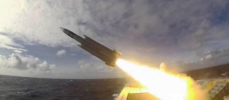 國軍確定將於2023年至2026年期間,量產增程型「雄三」反艦飛彈,資深人士分析,增程雄三飛彈的射程可達400公里,應與「衝力彈」有關。圖為軍艦發射雄三飛彈畫面。(圖取自國防部臉書專頁)