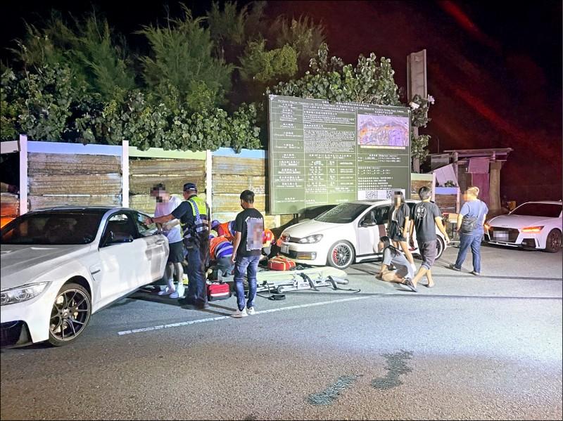 桃園市觀音區台66線平面路段,昨天凌晨發生2死車禍,女乘客驚嚇癱坐路邊。(記者鄭淑婷翻攝)