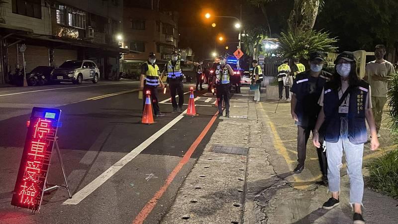 中秋假期前夕,警方與環保局取締違法超速及噪音車輛。(警方提供)