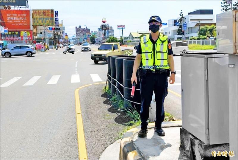 中秋連假期間,警方在重要路口將派交通崗勤務。(記者楊金城攝)
