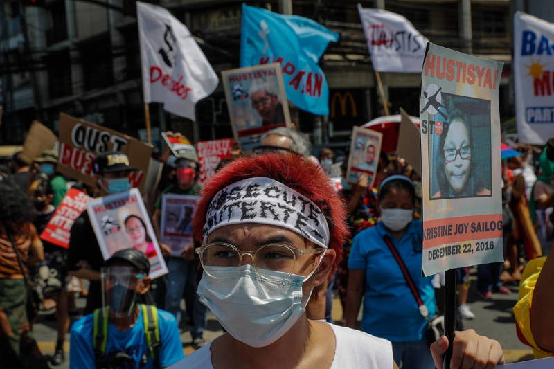 菲律賓總統杜特蒂在2016年開始掃毒計畫,射殺大量的販毒、吸毒嫌疑人,此舉也招來受害者家屬的不滿。(歐新社)