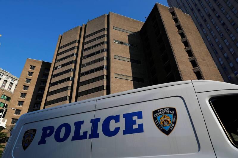 女警史黛西與丈夫莫斯克拉發生嚴重爭執,莫斯克拉指控史黛西發生外遇,奪取警用槍枝抵在她的胸口,並揚言要殺死她。紐約警察示意圖,圖與新聞事件無關。(路透)