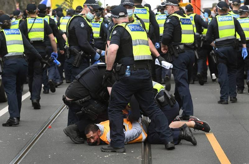 澳洲单日再增1882例确诊 「关不住」墨尔本数百人上街抗议封城措施