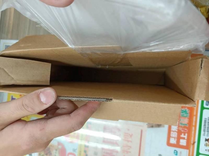 蝦皮賣家寄出的1.7萬價值手機遭人偷走。(圖擷取自爆料公社)