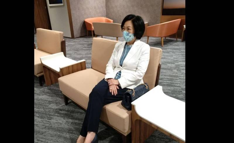 香港建制派議員葉劉淑儀16日在臉書自曝他今年2月接種第一劑科興疫苗,但本週一抽血檢查發現體內中和抗體已呈陰性。(圖翻攝自Regina Ip 葉劉淑儀臉書)