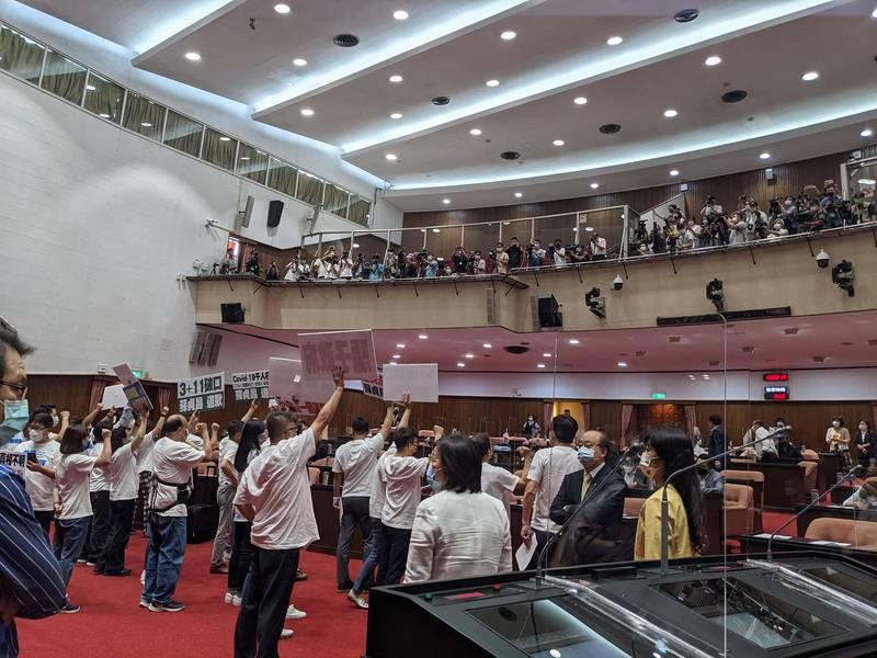 國民黨團杯葛蘇貞昌上台並要求道歉,立院空轉一天。(翻攝鄭運鵬臉書)