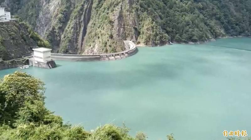 中秋連假用電需求少,德基水庫未放水發電,蓄水量再增113萬噸。(記者歐素美攝)