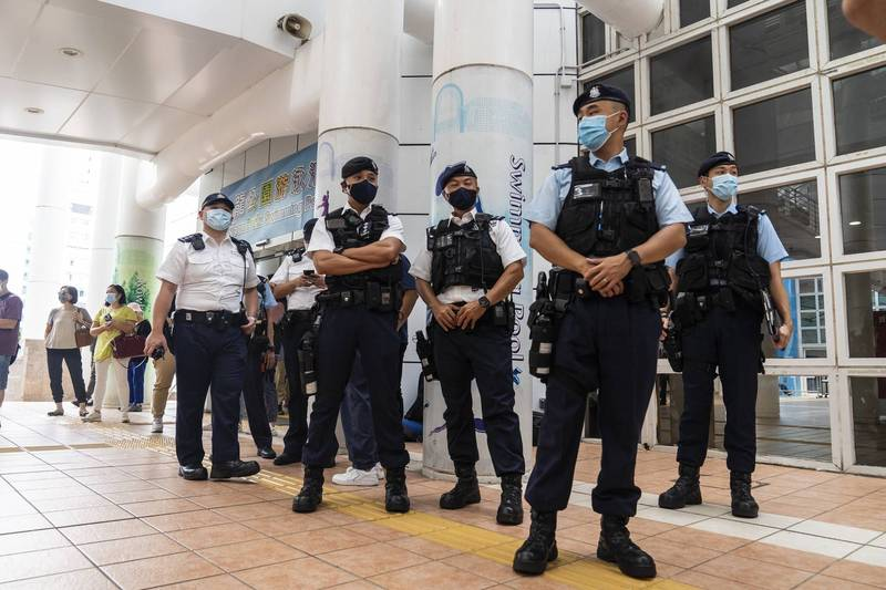 香港19日舉行選委會選舉,警方派出6000人戒備,與總選民人數不相上下。(彭博)