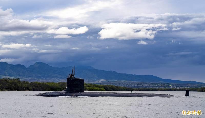 英媒評論指出,澳洲新一代核潛艦可能比照美國「維吉尼亞級」潛艦(如圖)打造。(美聯社檔案照)