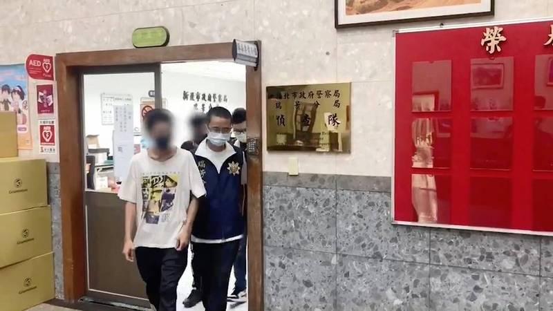 警方偵訊後將胡男依法送辦。(記者吳昇儒翻攝)