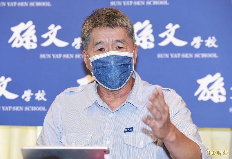 國民黨主席候選人台中政見會今天舉行,張亞中首個上台,他痛批「民進黨不倒,台灣不會好」!(資料照)