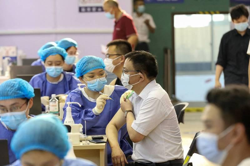 中國河南及浙江2省率先宣布,近期將展開重點人群的第3劑疫苗接種計畫。(法新社資料照)