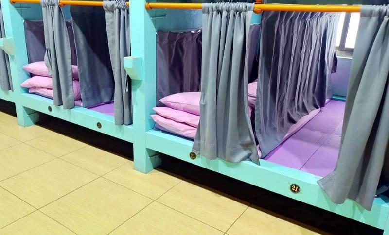玉山最高民宿「雲之端·東埔山莊」為做好防疫工作,提供的住宿床位採取「睡1空1不連夜」的罕見作法。(圖由雲之端·東埔山莊提供)