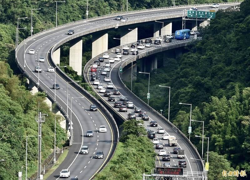 高公局預判今易壅塞路段,將出現在國5北向宜蘭-坪林等。(資料照,記者羅沛德攝)