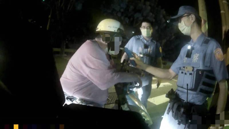 歸仁警方昨晚執行擴大酒駕取締,短短4小時查獲4起,且酒駕者竟分別來自台越泰印4國籍,警方強調,將加強外籍移工聚集處宣導。(圖由民眾提供)