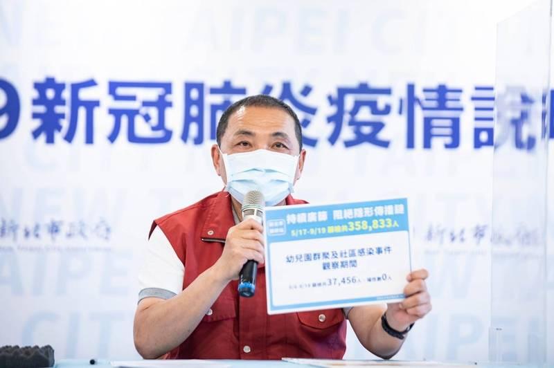 新北市長侯友宜說,台灣水果品質一流,農產品不要只壓在一個市場,應該分散風險,推銷到全世界去。(新北市政府提供)
