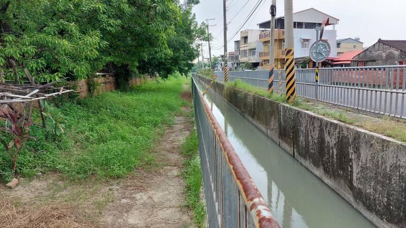 台南新化嘉南大圳沿線景觀,將透過「新化風情小鎮.人文水綠廊道」計畫,與新化國中、新化國小邊界縫合。(圖由台南市都發局提供)