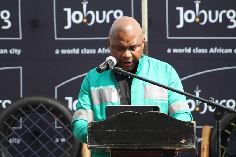 在南非約翰尼斯堡前市長武肺病逝後,新市長馬通戈(Jolidee Matongo,圖)於8月10日就職,孰料如今卻傳出他車禍身亡的消息。(圖擷自Jolidee Matongo)